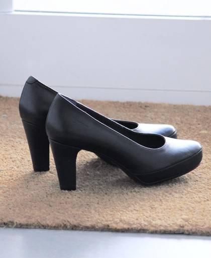 Zapatos de salon de para mujer en color negro Caracteristicas tacon 8 cm piso de goma termoplastica exterior piel e interior fo