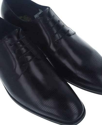 Zapatos para hombre en color negro Caracteristicas con cordones tacon 2 cm piso de goma termoplastica exterior piel e interior