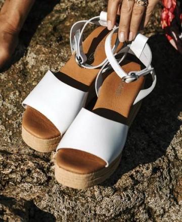 Tambi Yondu sandals
