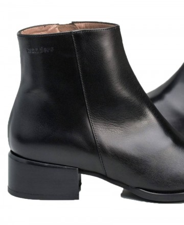 Wonders D-8710 black leather ankle boots