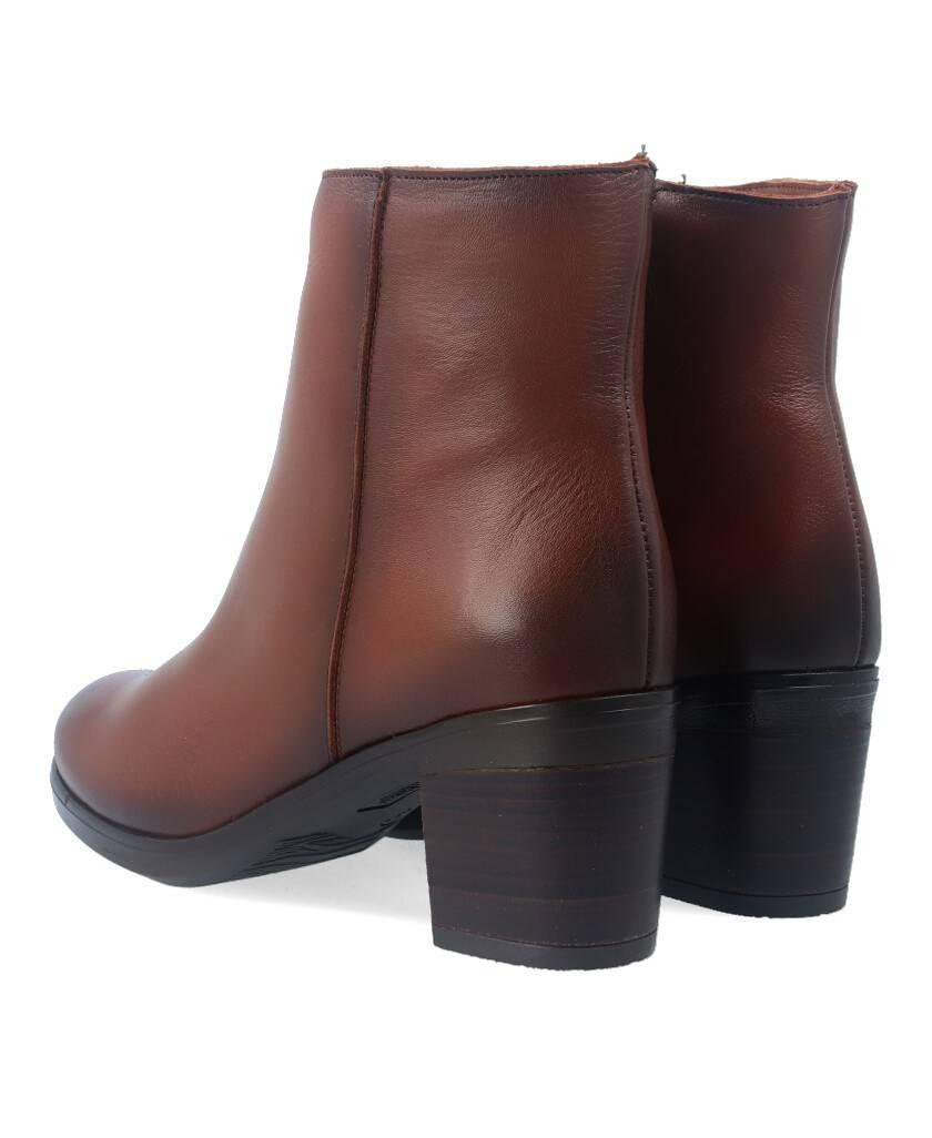 Botines para mujer en color cuero Caracteristicas con cremallera tacon 6 cm zapato de estilo casual suela de goma termoplastica