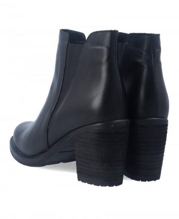 Traveris 8868 black heel booties
