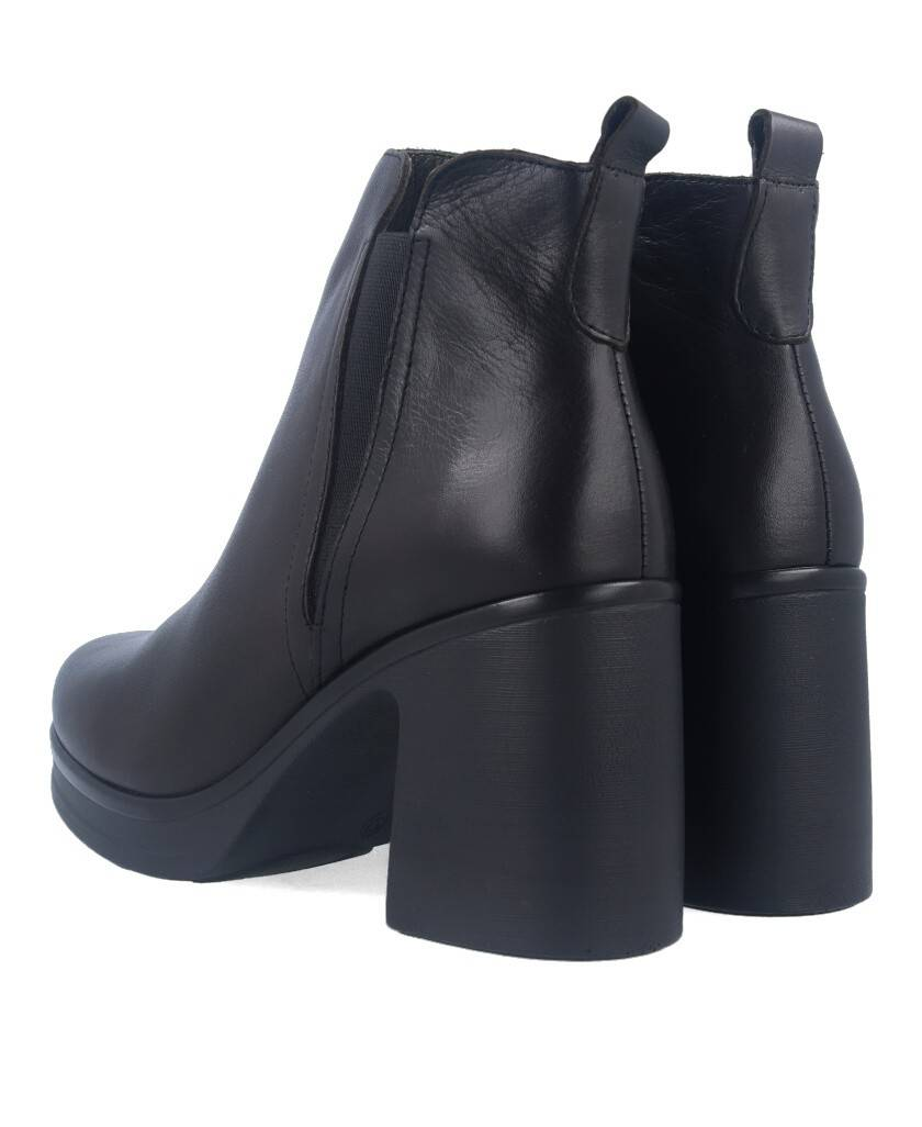 sale of Bryan 2104 leather ankle boots