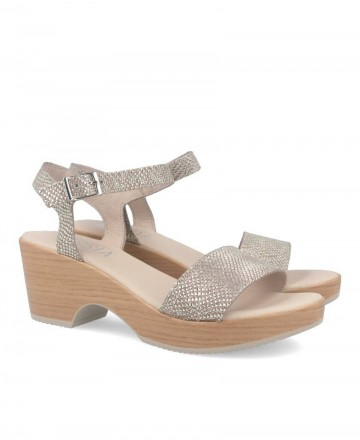 Golden sandals with wedge Kissia