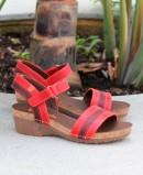 Sandalias con cuña media de piel en color rojo Jungla 6883-180-25