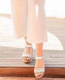 White casual wedges Paula Urban 11-8605