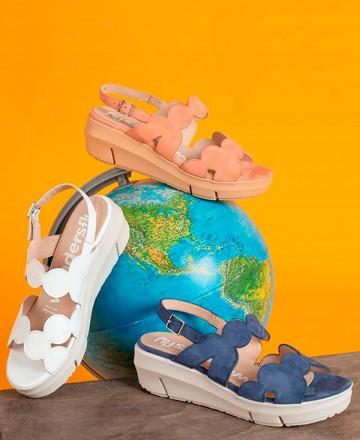 Catchalot Wonders D-8232 patent leather sandals blue