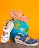 Wonders D-8232 patent leather sandals blue