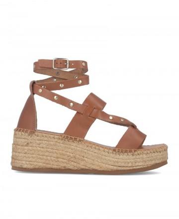 Sandalias con tiras de piel atada al tobillo Tambi Nerea en color cuero