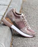 Zapatos cuña interna de mujer en color taupe Gioseppo Havelange 60833