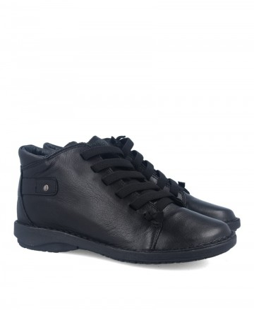 Zapato negro tipo botín Traveris