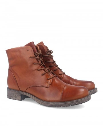 Bota informal de piel Traveris IB18246