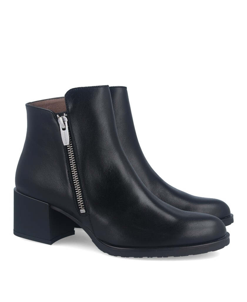 Black smooth leather ankle boots Wonders h3520