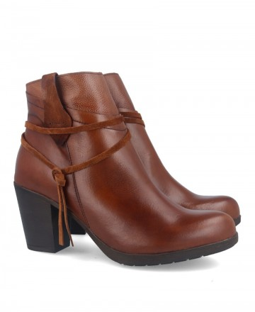 Tambi Night country style leather ankle boots