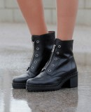 Black ankle boot with front zip Wonders H-3923