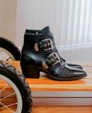 Ankle boots with double buckle Mustang New Oest 58440