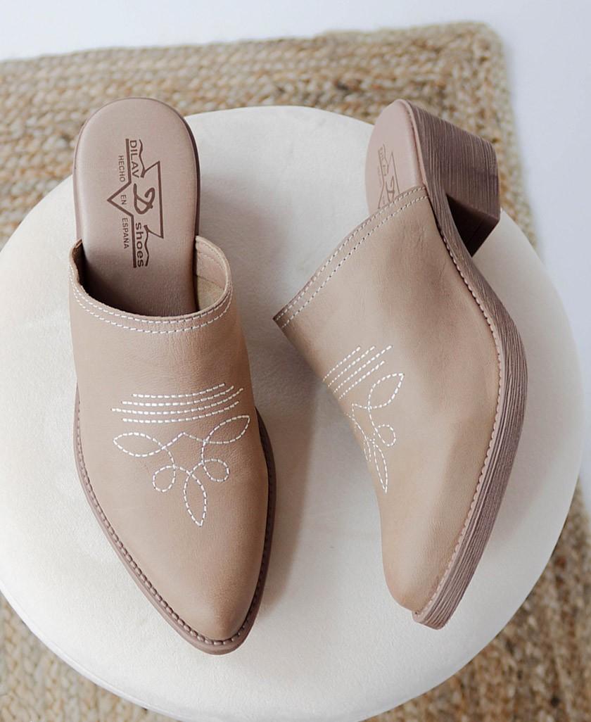 zapatos zuecos de moda